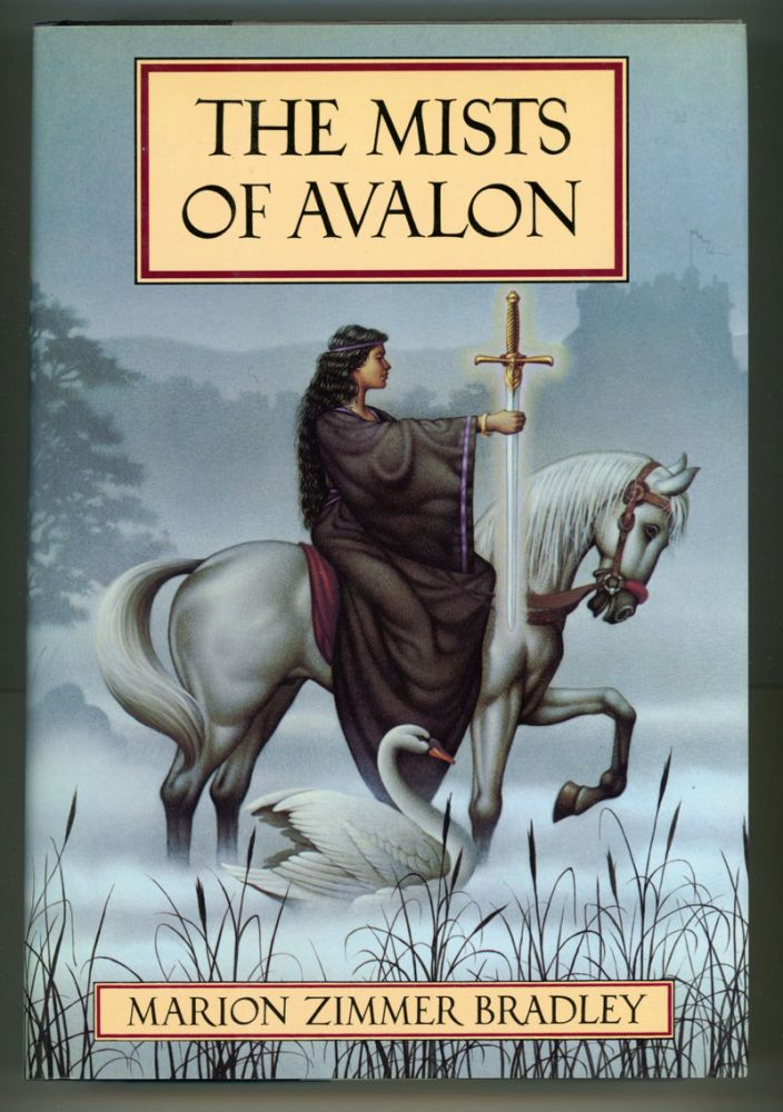 THE MISTS OF AVALON. Marion Zimmer Bradley.