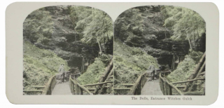 25 VIEWS COLORED STEREOGRAPHS MADE FROM THE ORIGINAL NEGATIVES AND GUARANTEED TO BE GENUINE REPRODUCTIONS OF ALL THE MOST INTERESTING SIGHTS OF THE WORLD [box title].
